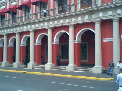 """""""Sellan"""" el palacio de gobierno…"""